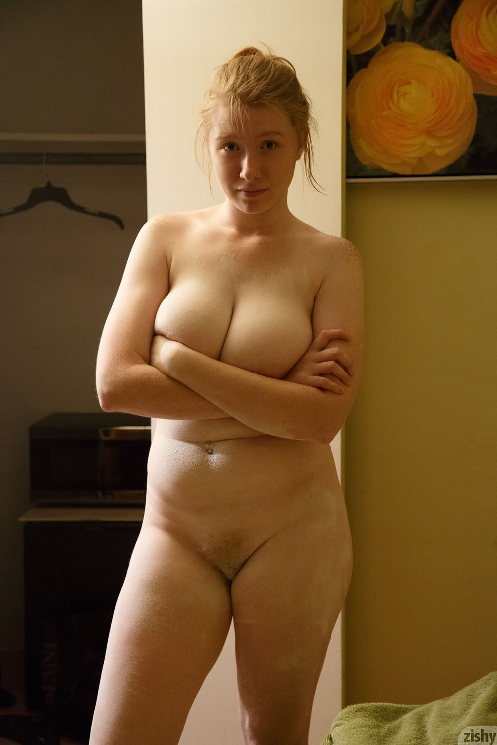 Gorgeous redhead nude